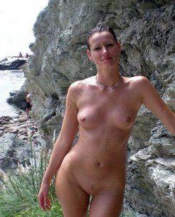Incredibly beautiful sexwife posing on the...