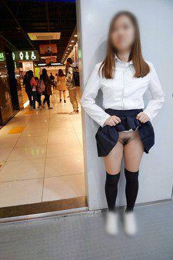 Tokyo subway with no panties