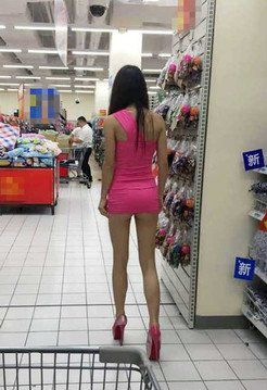 Leggy Chinese girl flashing pussy in Mall