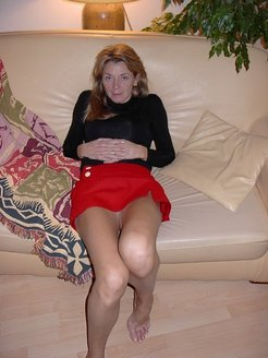 A French Saleswoman flashing no panties