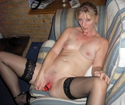 Hubby took a photos of nude wife...