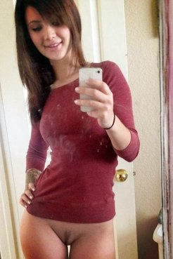 Hacked hot selfpics of cheating girlfriends!