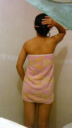 Slutty desi girl takes nude selfies in the...