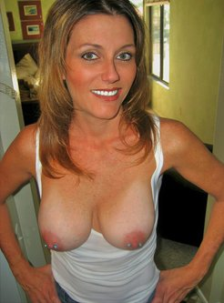 MILF with a smile