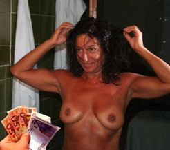 Adriana, whore amateur,  shows her tits...